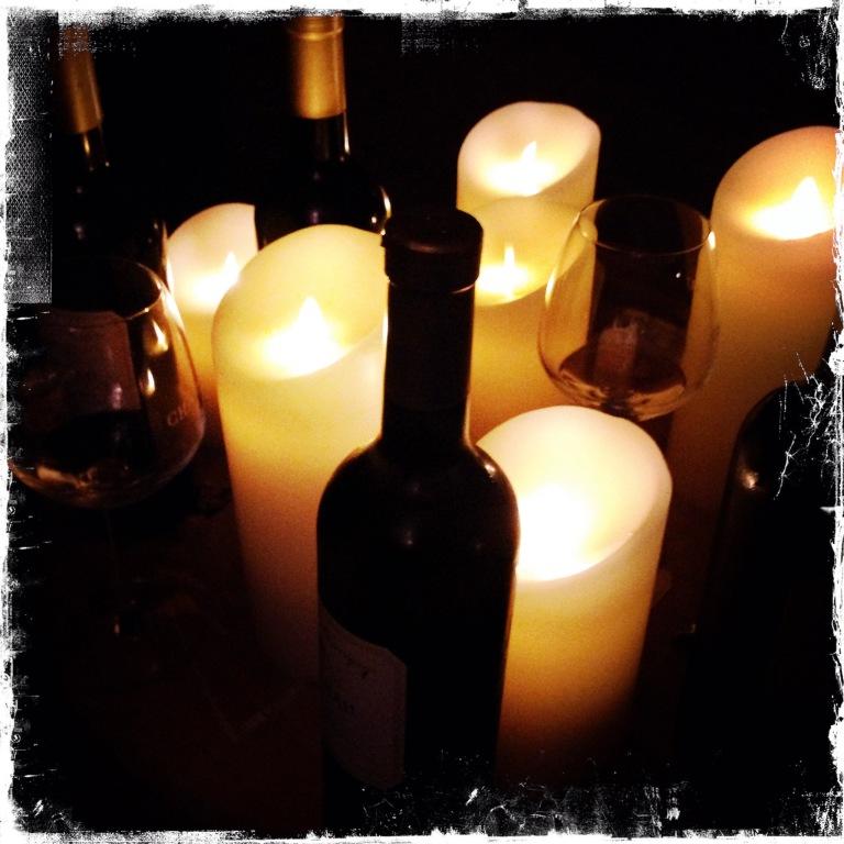 Les vin à la lueur de bougie, c'est la version romantique de la dégustation à l'aveugle
